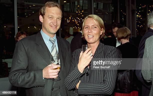 """Peter Heinrich Brix, Ehefrau Angela, Feier zum 50/ Geburtstag von """"Klein Hollywood"""" im """"Studio Hamburg"""" am , Hamburg, Deutschland."""