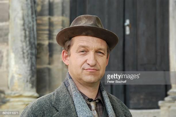 """Peter Heinrich Brix, Porträt, geb.: 13. Mai 1955, Sternzeichen: Stier, ARD-Serie """"Pfarrer Braun"""", Folge """"Braun unter Verdacht"""", Benektinerinnenstift,..."""