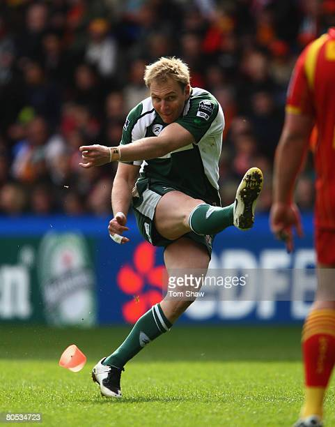 Peter Hewat of Irish kicks a penalty during the Heineken Cup Quarter Final match between London Irish and Perpignan at The Madejski Stadium on April...