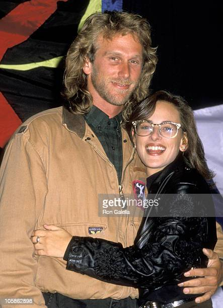 "Peter Horton and Marlee Matlin during Amnesty International Presents ""Human Rights Now!"" Concert at Los Angeles Memorial Coliseum in Los Angeles, CA,..."