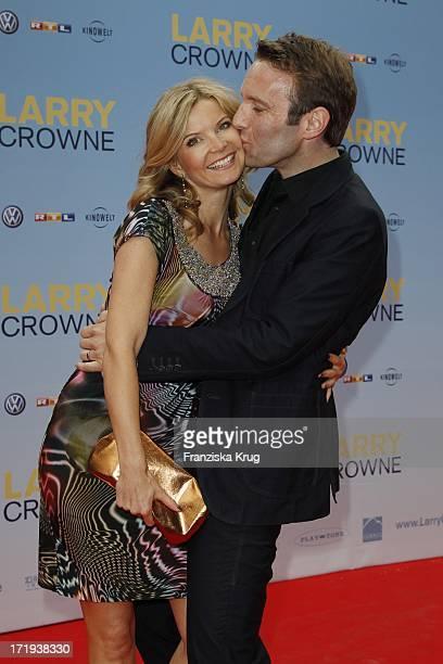 Peter Imhof Mit Ehefrau Eva Bei Der Premiere Des Films Larry Crowne Im Cinestar Sony Center In Berlin