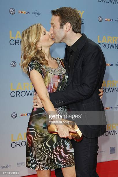 Peter Imhof Mit Ehefrau Eva Bei Der Premiere Des Films Larry Crowne Im Cinestar Sony Center In Berlin