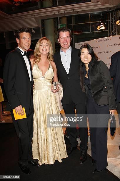 """Peter Kanitz, Olivia Pascal, John Jürgens Und Ehefrau Haya Jürgens Bei Der """"Starlight Yellow"""" Premiere Von Veuve Clicquot In Der Clicquot City In..."""