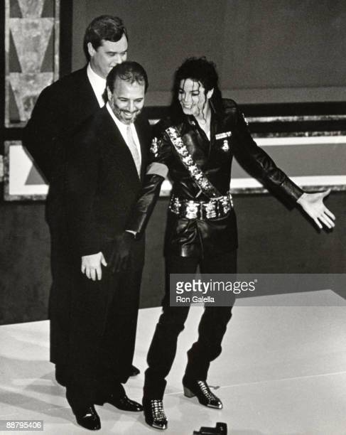 Peter Kendall of PepsiCola International Tommy Mottola of CBS Records and singer Michael Jackson attend 'Dangerous' Tour Press Conference on February...