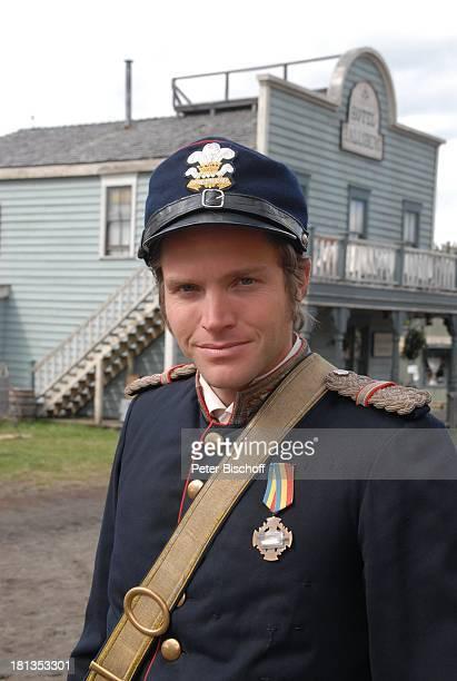 "Peter Ketnath, ZDF-Reihe ""Im Tal der wilden Rosen"", Folge 3: ""Gipfel der Liebe"", am Set, Calgary, Alberta, Kanada, Nordamerika, Kostüm, Uniform,..."