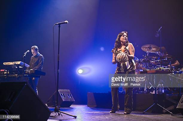 Peter Kingsbery and Anna LaCazio performs at L'Olympia on May 16 2011 in Paris France