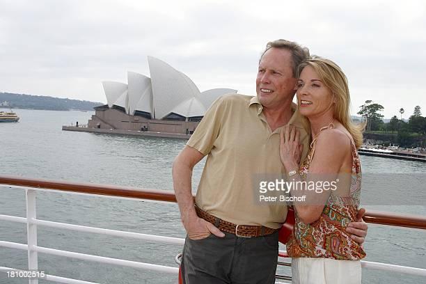 """Peter Kraus, Ehefrau Ingrid Kraus, Kreuzfahrt nach Sydney/Australien, """"MS EUROPA"""", Schiff, Meer, Kreuzfahrtschiff, Reling, , """"Sydney Oper"""",..."""