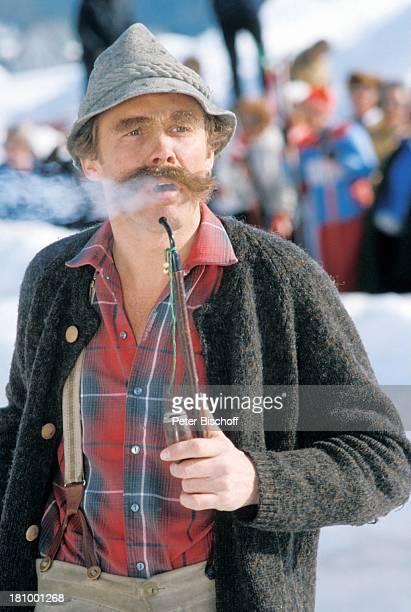 Peter Kraus ZDFShow Hallo Peter Seefeld/ sterreich Schnee Hut Pfeife rauchen SchnurrBart Schauspieler Sänger Promis Prominente Prominenter HD