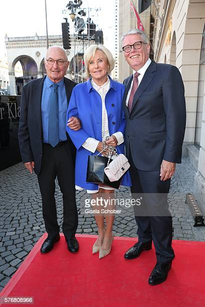 Peter Lanz and his wife Inge Wrede Lanz, Host Ulrich Kowalewski, Mercedes Benz Muenchen during the Mercedes-Benz reception at 'Klassik am...