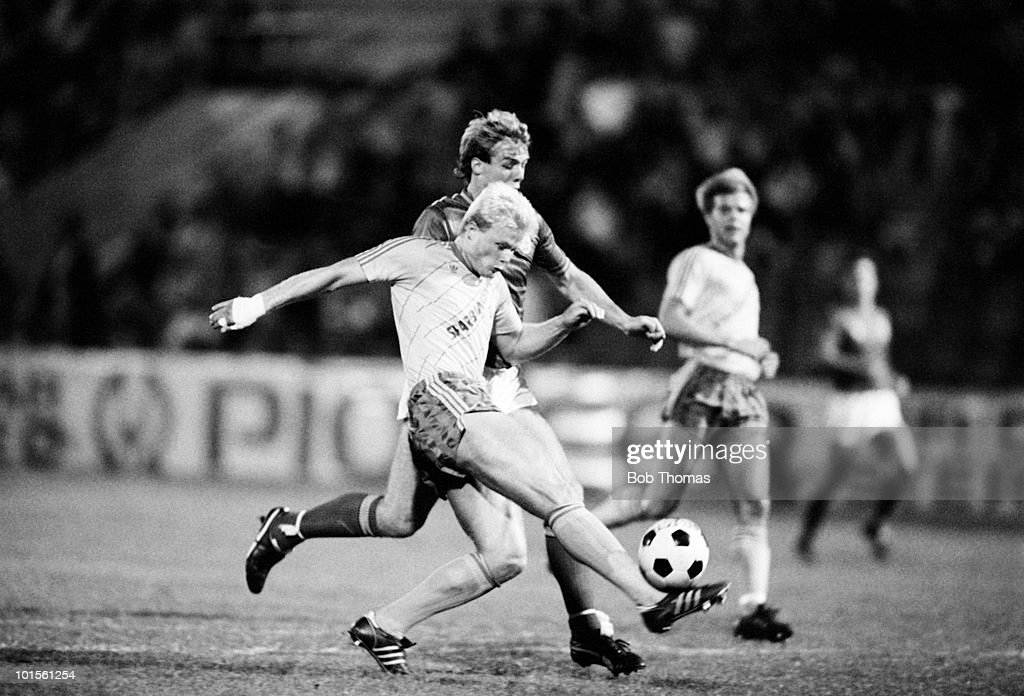 Peter Larsen of Sweden kicks the ball clear under pressure from England striker Kerry Dixon during the friendly International match held in Stockholm on 10th September 1986. Sweden beat England 1-0. (Bob Thomas/Getty Images).