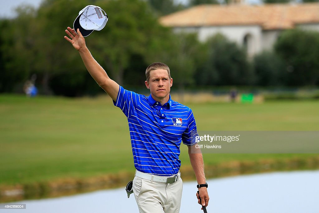 Peter Malnati waves to the gallery on the 18th green during the final round of the Shriners Hospitals For Children Open on October 25, 2015 at TPC Summerlin in Las Vegas, Nevada.