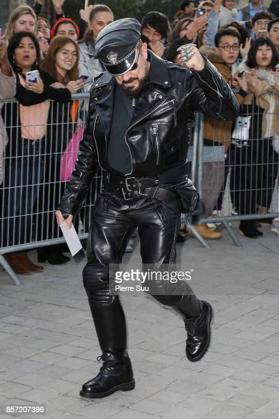 Peter Marino arrives at the Louis Vuitton show as part of the Paris Fashion Week Womenswear Spring/Summer 2018 on October 3 2017 in Paris France