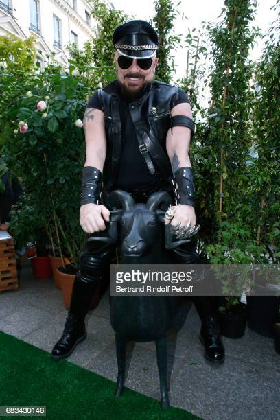 Peter Marino attends his 'The Garden of Peter Marino' Book Signing at 'Moulie Flowers' on May 15 2017 in Paris France Preface of the Book and Animals...