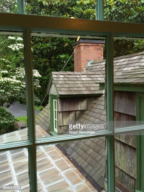 peter marsh house - view from a window.lpg - berwanger hof stock-fotos und bilder