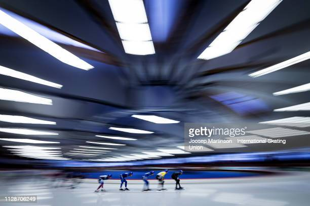 Peter Michael of New Zealand leads the pack in the Men's Mass Start during day 4 of the ISU World Single Distances Speed Skating Championships at Max...