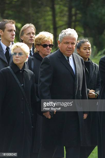 Peter Millowitsch, Ehefrau Barbie Steinhaus-Millowitsch, dahinter Dr.Katarina Eisenlohr mit Sohn Peter Eisenlohr , und Schwiegertochter Gin-Ya...