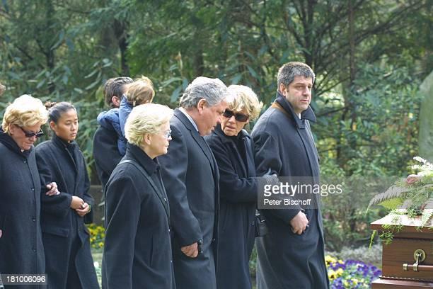 Peter Millowitsch Ehefrau Barbie SteinhausMillowitsch Schwester Mariele Millowitsch ihr Lebensgefährte Dr Alexander Isadi Schwester Dr Katharina...