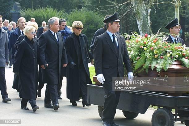 Peter Millowitsch Ehefrau Barbie SteinhausMillowitsch Schwester Mariele Millowitsch ihr Lebensgefährte Dr Alexander Isadi Beerdigung von Mutter Gerda...