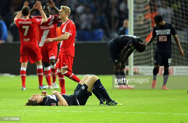 Peter Niemeyer of Berlin and his team mates show their frustration after loosing the first Bundesliga Relegation match between Hertha BSC Berlin and...