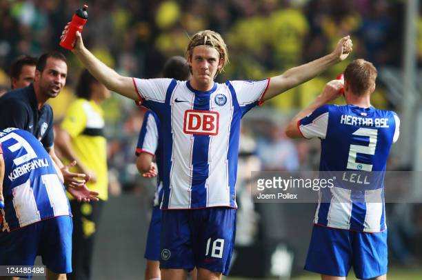 Peter Niemeyer of Berlin celebrates after scoring his team's second goal during the Bundesliga match between Borussia Dortmund and Hertha BSC Berlin...