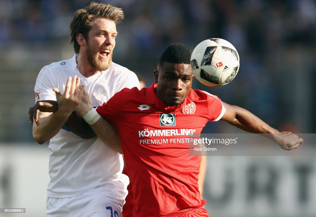 Peter Niemeyer (L) of Darmstadt is challenged by Jhon Cordoba of Mainz during the Bundesliga match between SV Darmstadt 98 and 1. FSV Mainz 05 at Jonathan-Heimes-Stadion am Boellenfalltor on March 11, 2017 in Darmstadt, Germany.