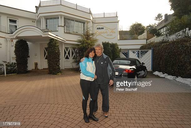 """Peter Orloff, Ehefrau Sieglinde , """"Aslan""""-Kurpark Villa"""", Olsberg, Sauerland, Nordrhein-Westfalen, Deutschland, Europa, Sportanzug, Trainingsanzug,..."""