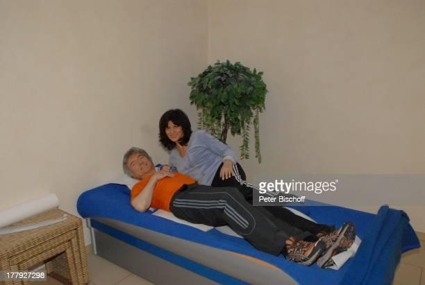 """Peter Orloff, Ehefrau Sieglinde , """"Aslan-Therapie"""", """"Aslan""""-Klinik, Kur-Institut, Olsberg, Sauerland, Nordrhein-Westfalen, Deutschland, Europa,..."""