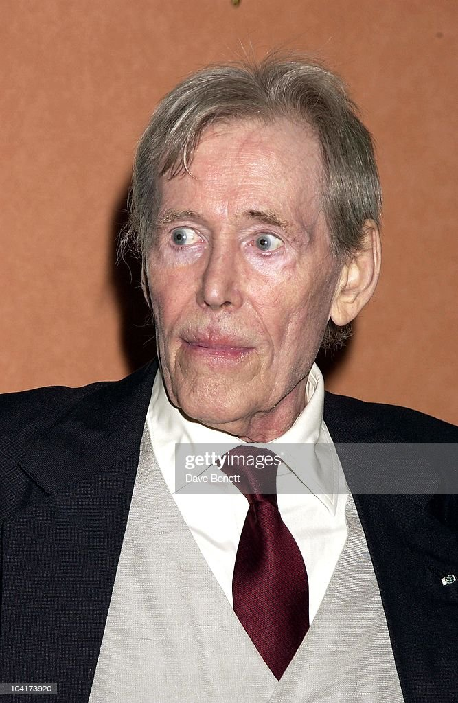 Peter O'toole, The Premiere Of Shipping News Was Followed By A Glamorous Party At Clarridges Hotel In London.