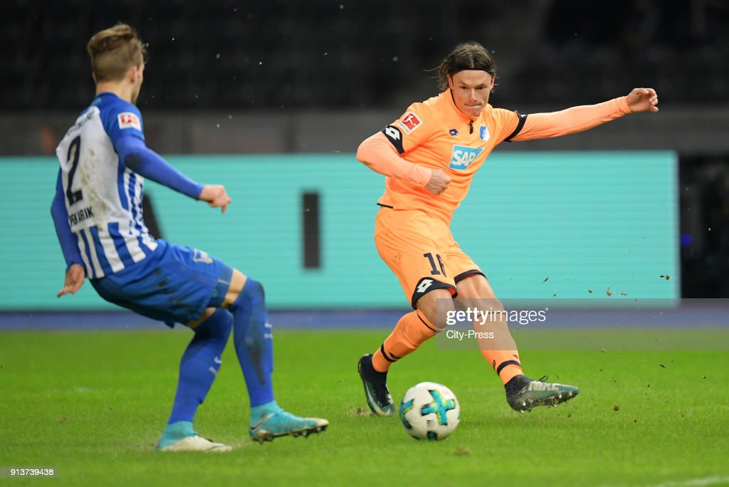 Peter Pekarik of Hertha BSC and Nico Schulz of the TSG 1899 Hoffenheim during the game between Hertha BSC and TSG Hoffenheim on february 3, 2018 in Berlin, Germany.