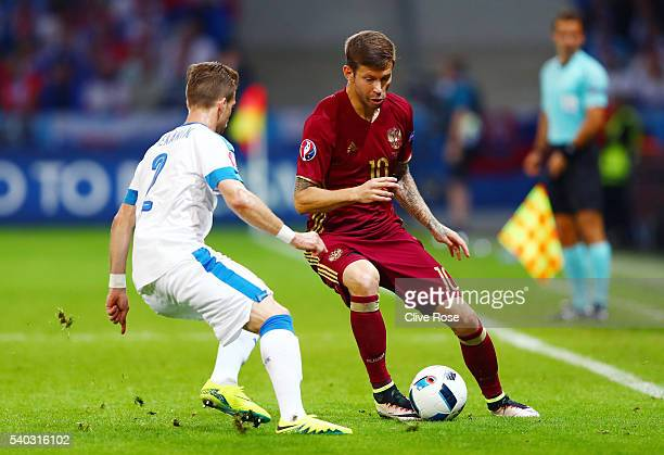 Peter Pekarik of Slovakia and rus10 in action during the UEFA EURO 2016 Group B match between Russia and Slovakia at Stade PierreMauroy on June 15...