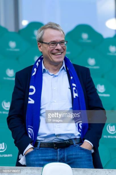Peter Peters of Schalke laughs during the Bundesliga match between VfL Wolfsburg and FC Schalke 04 at Volkswagen Arena on August 25, 2018 in...