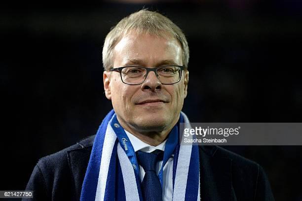 Peter Peters of Schalke looks on prior to the Bundesliga match between FC Schalke 04 and Werder Bremen at Veltins-Arena on November 6, 2016 in...