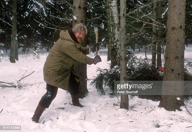 Peter Petrel FitnessUrlaub mit Arbeit auf Bauernhof Rauch im Holz am im Chiemgau Deutschland