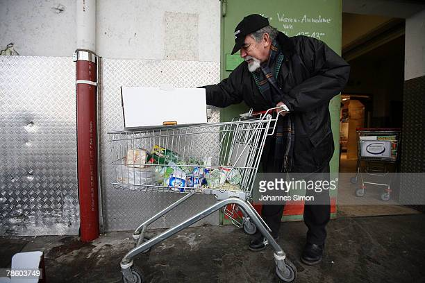 Peter Poertzel head of charitable society Muenchner Tafel organizes food for a soup kitchen at a supermarket in the early morning of December 21 2007...