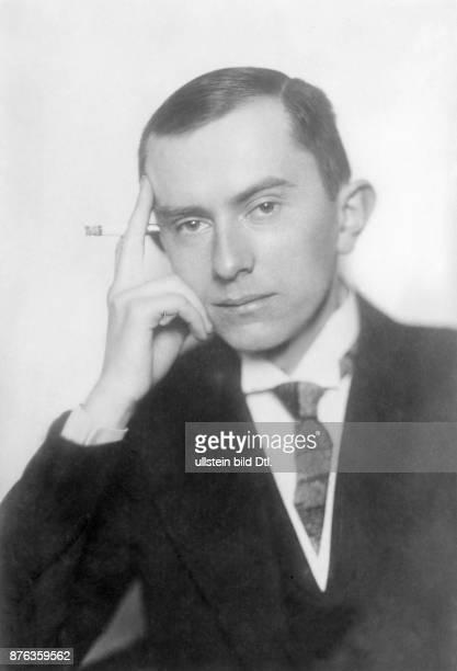 Peter Reinhold Politiker DDP Verleger D Reichsfinanzminister 19261927 Portrait mit Zigarette vermutl 1920er Jahre Atlantic
