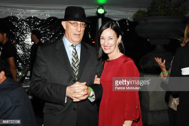 Peter Rosenthal and Amy Rosi attend 'TASTE OF SUMMER' A Benefit for THE CENTRAL PARK CONSERVANCY at The Bandshell in Central Park on June 3 2009 in...