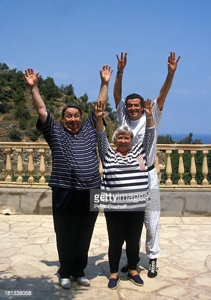 Peter Schlesinger Ilse Page Kay Sabban ZDFSerie Hotel Paradies Folge 21 Die Flucht Insel Mallorca Balearen Spanien Europa Terasse Animation Sport...