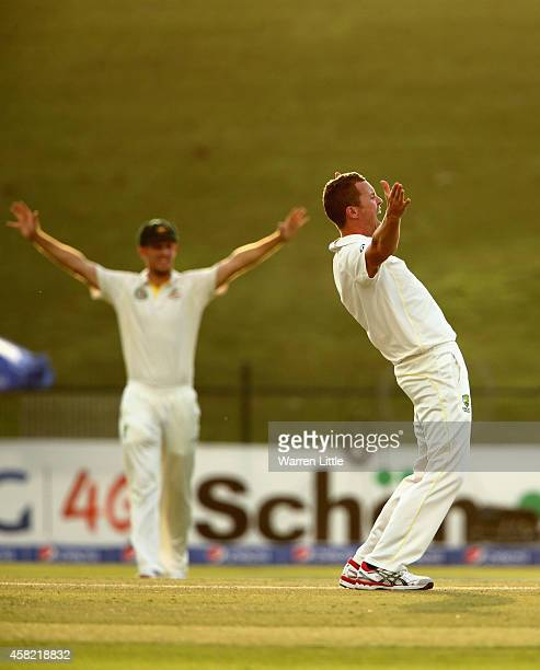 Peter Siddle of Australia appeals unsuccesfully for the wick of Younis Khan of Pakistan during Day Three of the Second Test between Pakistan and...