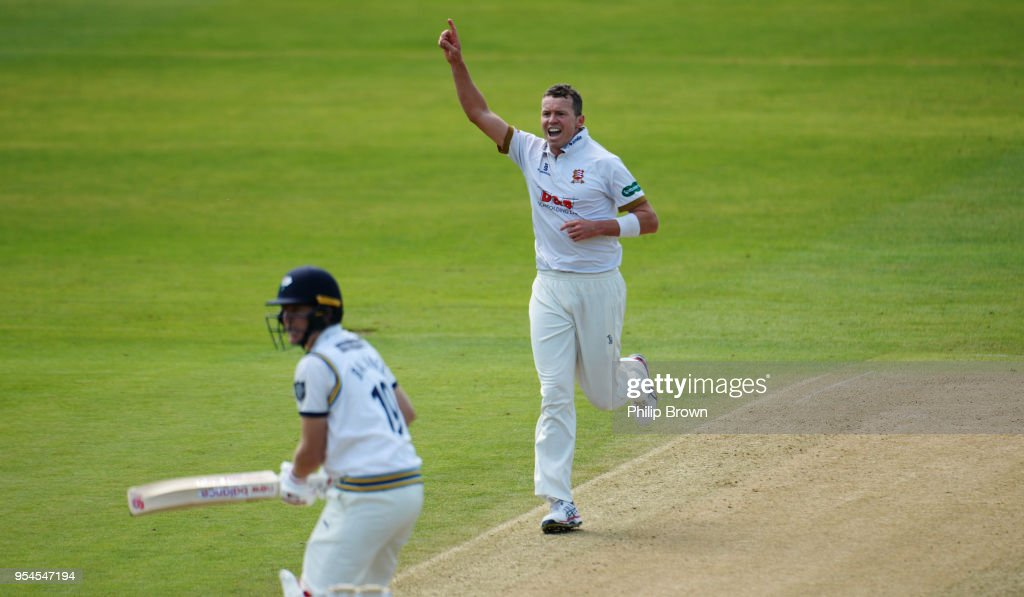 Essex v Yorkshire - Specsavers County Championship: Division One : News Photo