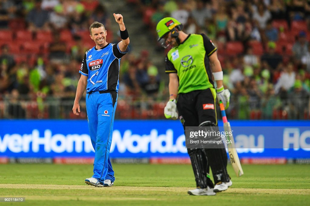 Peter Siddle of the Strikers celebrates taking the wicket of Mitch McClenaghan of the Thunder during the Big Bash League match between the Sydney Thunder and the Adelaide Strikers at Spotless Stadium on January 7, 2018 in Sydney, Australia.