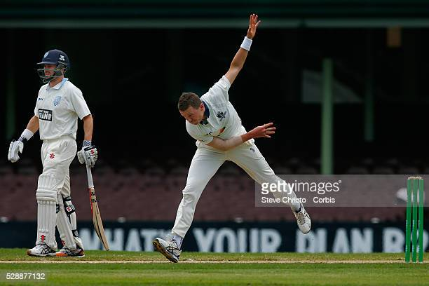 Peter Siddle of Victoria bowling against New South Wales Ryan Carters during the Sheffield Shield match between New South Wales and Victoria at the...