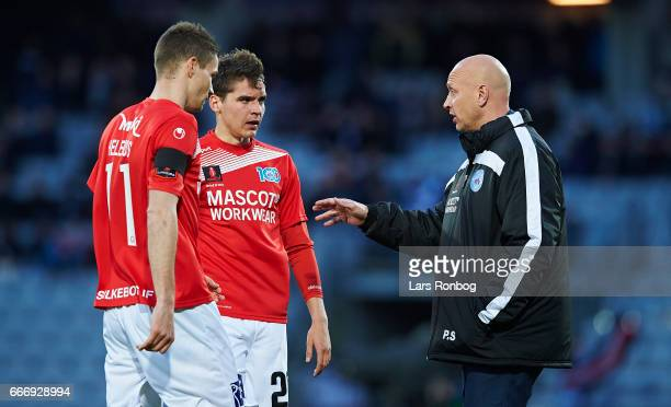Peter Sorensen head coach of Silkeborg IF speaks to Nicklas Helenius and Robert Skov of Silkeborg IF during halftime in the Danish Alka Superliga...