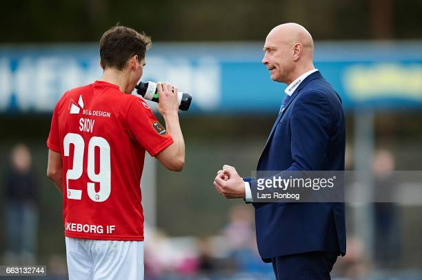 Peter Sorensen head coach of Silkeborg IF speaks to Robert Skov of Silkeborg IF during the Danish Alka Superliga match between Silkeborg IF and AaB...