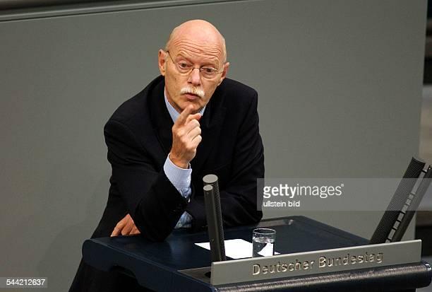 Peter Struck Bundesverteidigungsminister SPD D redet im Bundestag
