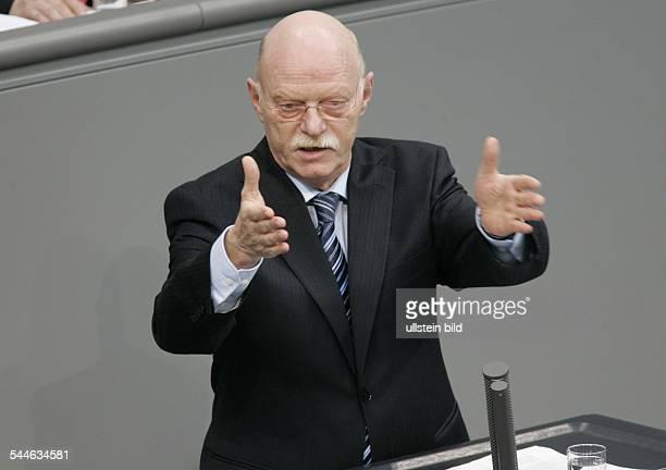 Peter Struck Fraktionsvorsitzender der SPD D redet im Bundestag