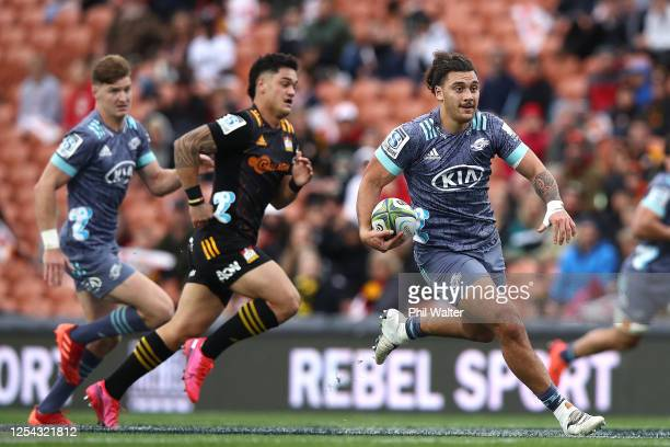 Peter UmagaJensen of the Hurricanes makes a break during the round 4 Super Rugby Aotearoa match between the Chiefs and the Hurricanes at FMG Stadium...