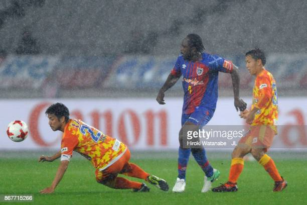Peter Utaka of FC Tokyo controls the ball under pressure of Ryo Takeuchi and Shota Kaneko of Shimizu SPulse during the JLeague J1 match between FC...