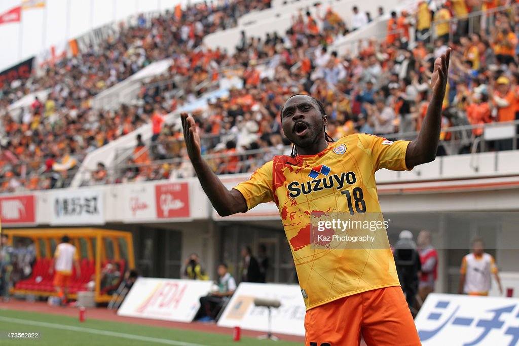 Peter Utaka of Shimizu S-Pulse celebrates scoring his team's first goal during the J.League match between Shimizu S-Pulse and Yokohama F.Marinos at IAI Stadium Nihondaira on May 16, 2015 in Shizuoka, Japan.