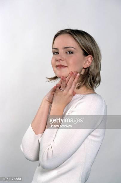 Peter Weck / DENISE ZICH als Tochter Lilli Linke im Melodram 'Am Ende siegt die Liebe', 1999. Porträt 1999 C43567// Überschrift: AM ENDE SIEGT DIE...
