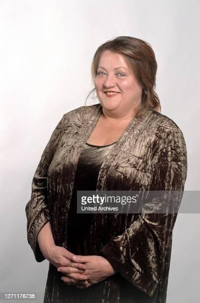 Peter Weck / MARIANNE SÄGEBRECHT als Anna Linke in 'Am Ende siegt die Liebe', 1999. Porträt 1999 C43567// Überschrift: AM ENDE SIEGT DIE LIEBE / D...
